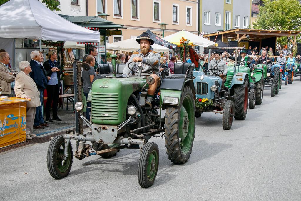 Oldtimer Traktoren beim Ruperti-Stadtfest in Neumarkt am Wallersee