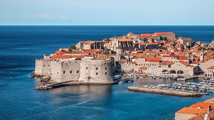 Blick auf den Hafen von Dubrovnik. photo credit: Ivan Ivankovic via unsplash