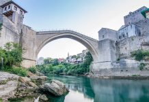 (Titelbild) Stari Most über dem Fluss Neretva. photo credit: Faruk Kaymak via unsplash