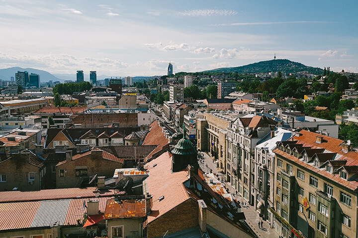 Sarajevo bei Tag. photo credit: Damir Bosnjak via unsplash