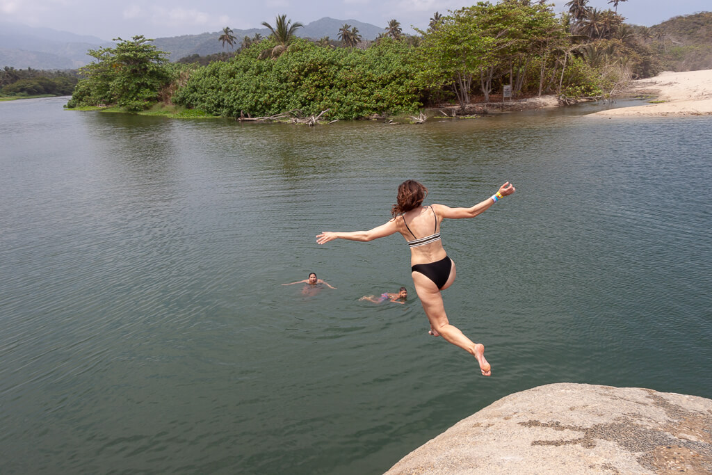 Sprung ins Wasser des Río Piedras