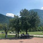 Parkplatz unter dem Birnenbaum beim Slowenisches Mittagessen im Gostišče Hedvik