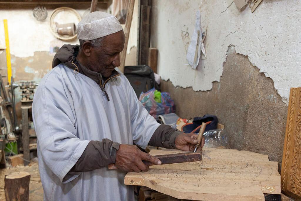 Marrakesch Holz schnitzen mit Hussain