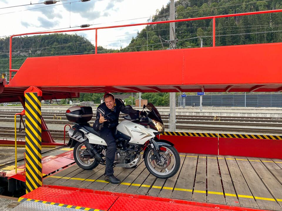 Motorradtransport am Autoreisezug nach Feldkirch