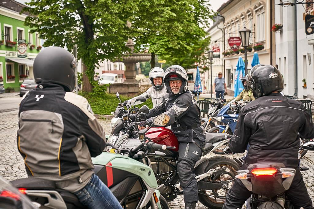 """Zero E-Camp Motorradtour mit Tourguide Franz """"Rocky"""" Rockenschaub"""